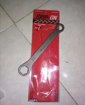 kunci tutup klep motor 17x24 valve cover wrench