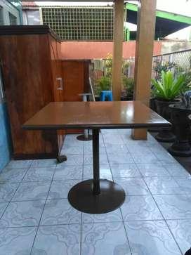 Meja Kafe ukuran 87 x 83 cm
