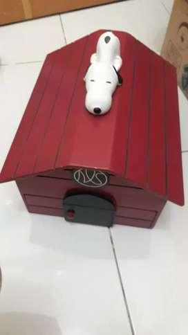 Box snoopy warna merah marun