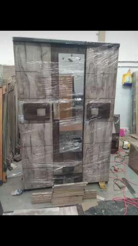 New 3- Door wardrob Rs:7500/- Comoany