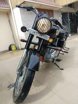Royal Enfield bullet std 350 cc 2015 last month brand new condition.