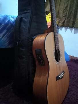 Di jual gitar akustik ori