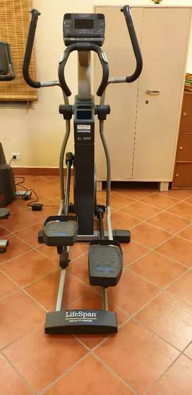 Elliptical in very good condition - top brand
