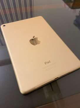 Apple iPad Mini 4 Mint Condition
