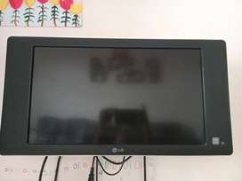 "Lg Tv 24"" with wall mount"
