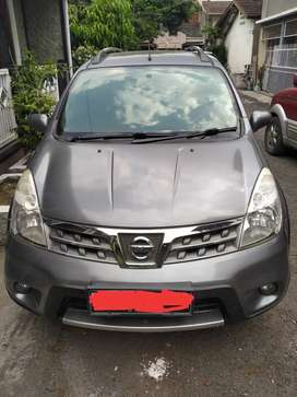 Mobil Nissan Livina X-Gear (Abu-abu tua metalik)
