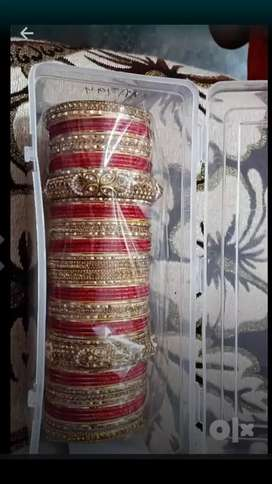 Red chuda he bahut sunder pic he only 1100 rs market price 2000 he