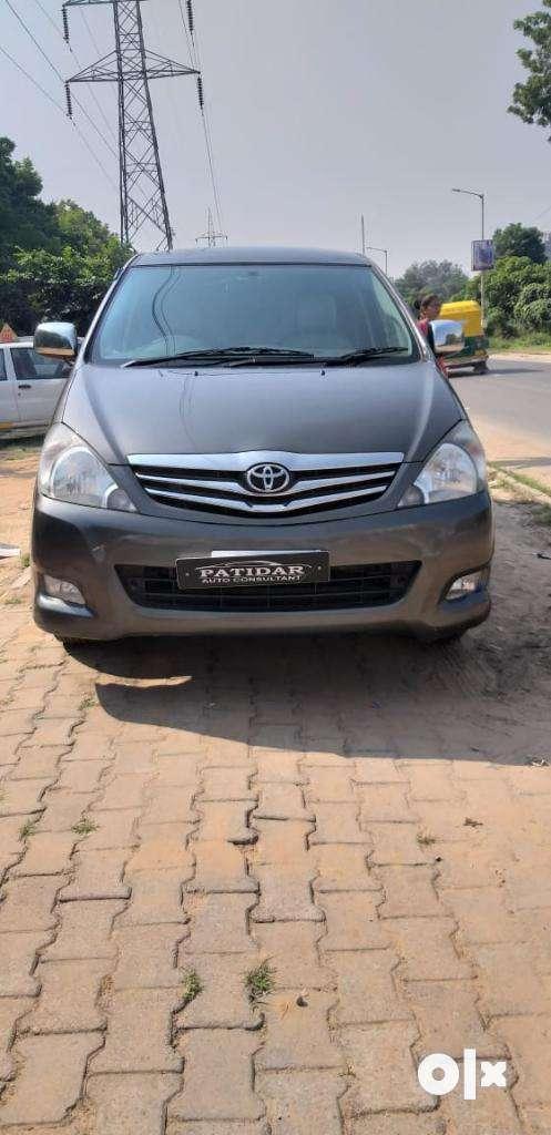 Toyota Innova 2.5 V 7 STR, 2010, Diesel 0