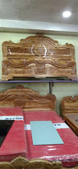 FURNITURE .DEALS IN BED SOFA DINNING TABLE, DRESSING TABLE, MATRESS,