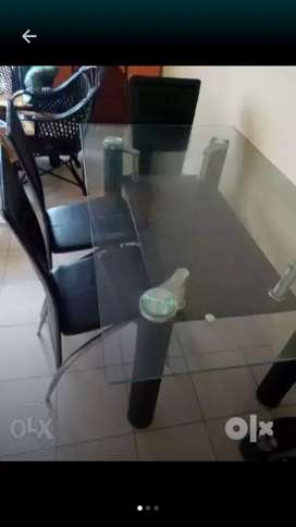 3yr old 6 sitter dining table with 4 chair for urgen