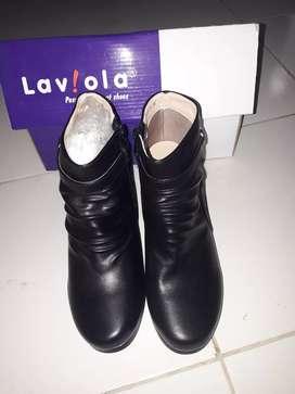 Sepatu boot laviola