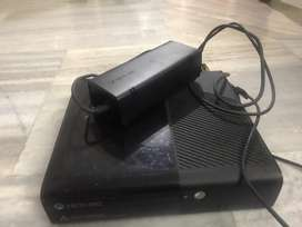 Xbox 360 E Perfect good condition newly opened