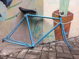 Frame sepeda balap / roadbike deki stubaki