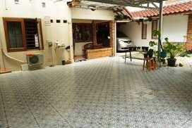 Disewakan kios tempat usaha di teras rumah Seroja Bintaro