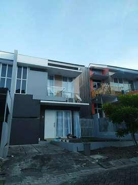 Rumah kontrak cantik 2 lantai include Prabot di Grand Meridian Manado