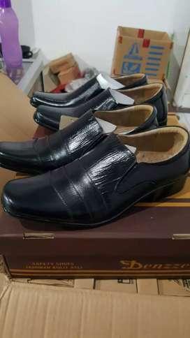 Sepatu pria dewasa