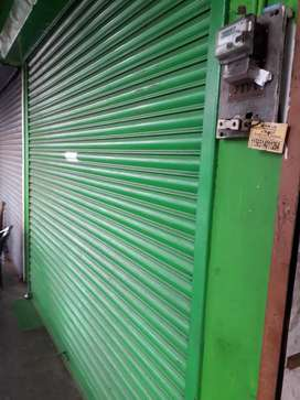 100 t01000sqfeet shop rent