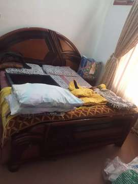 Bohat Achi condition ma ha bed side table or dressing