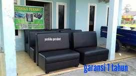 Yoshiko perabot - sofa cafe hitam polos