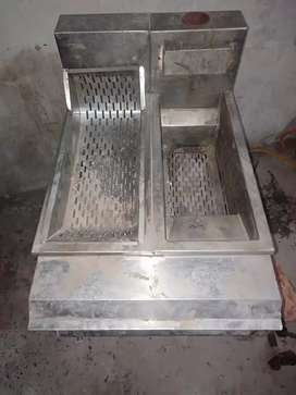 Good condition Frier Available for sale with jaliyan etc