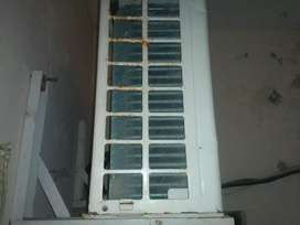 Split AC Gree 1 Ton good working condition for sell
