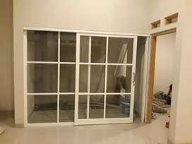 Pintu kaca variasi kotak-kotak kusen aluminium mewah