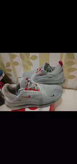 Masih baru.. Sepatu Nike nike airmax grey uk. 42