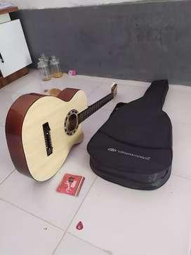 Dijual gitar merek yamaha bonus tas senar cadangan original dan pick.