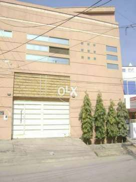 Room available for professional males in Gulberg