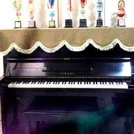 Piano Yamaha U 3 no seri dijit 6 angka