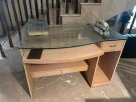 Computer table in light brown wood with glass top