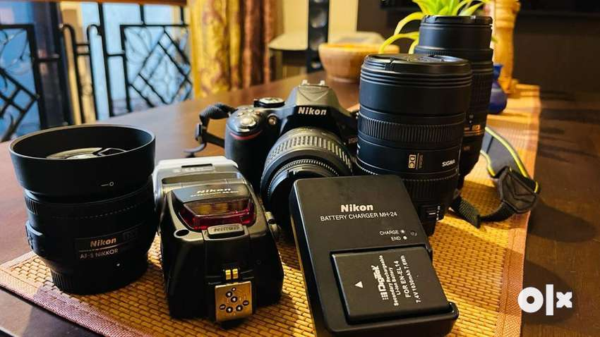 Nikon D5200 with complete lens assembly in excellent condition