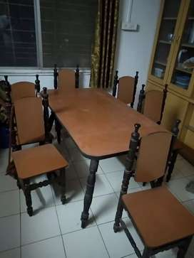 6 chairs dining table in original sagvan wood in good condition