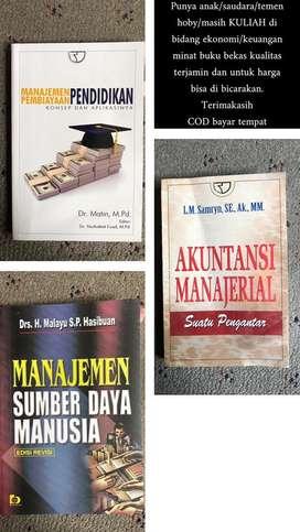 Buku dalam bidang ekonomi/keuangan