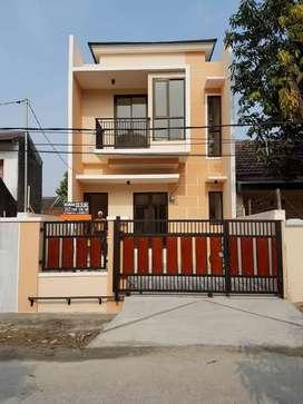 Rumah baru 2 lantai dalam komplek di Harapan baru kota bekasi