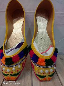 Ladies khussa for.mahndi  (size 7 to 11)