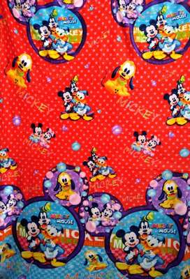 Selimut motif Mickey Mouse and Friends 140x190cm