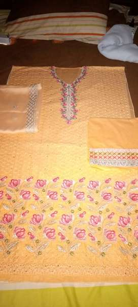 Lawn suits on reasonable price