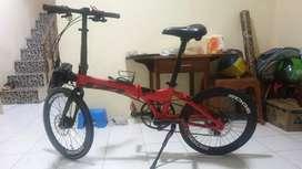 Sepeda lipat Izi red