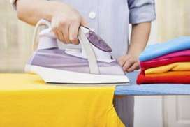 Bagian Seterika di Laundry