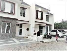 Dijual Rumah 2 Lantai Istimewa Di Jalan Karadenan Cibinong