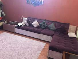 L shape sofa with free rugg