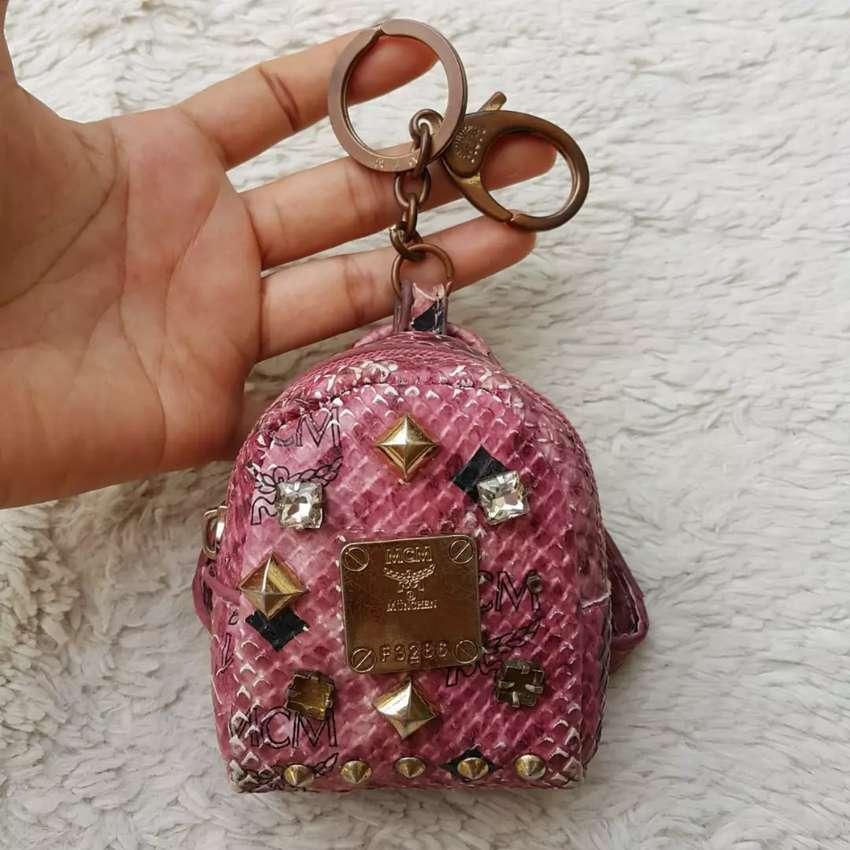 Pouch import eks MCM gantungan kunci pink 0