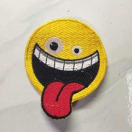 Emblem patch bordir emoticon melet