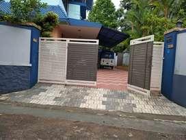 Nadakkav   12 sent  plot  5000 sqft old House