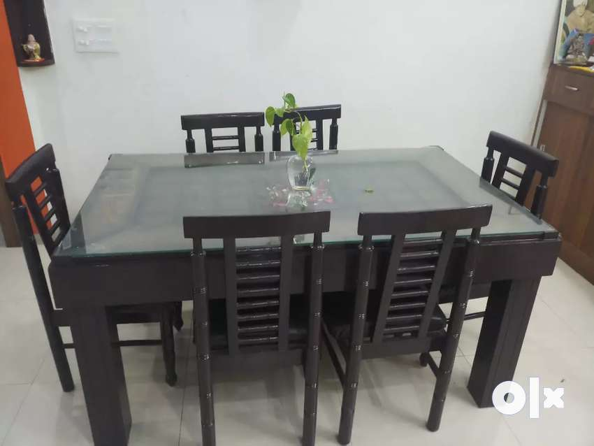 6 seater Dining table 0
