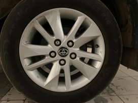 Excellent condition Alloy wheels of innova crysta