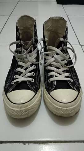 Sepatu Ventela High 70`s Black / Natural white