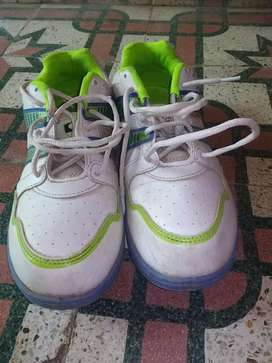 Sports shoes SG with rubber spick