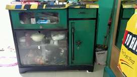 I m selling my showcase, which is only 3 yes old.